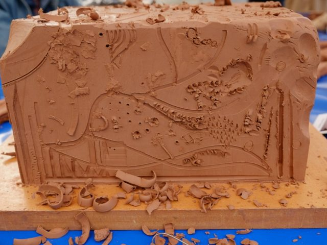 A big clay block on which Passat could carve various patterns.